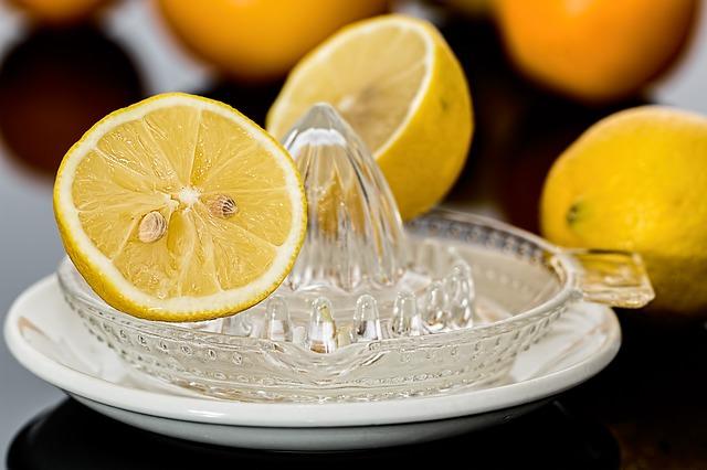 Hausmittel Essig, Zitronensäure, Soda, Kernseife